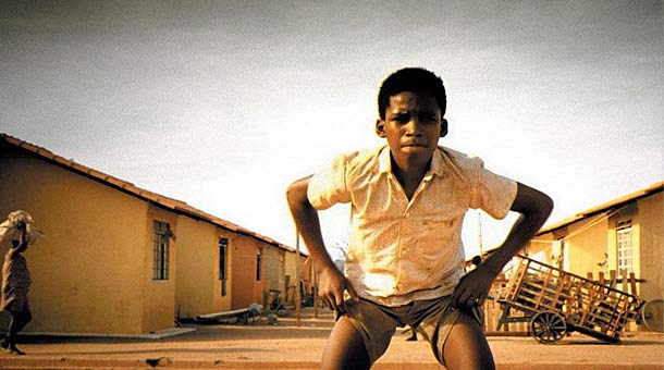 city of god film critique City of god, refers to a suburb of rio de janeiro, that was established in the  1960s and, by the '80s, had become a most dangerous place.