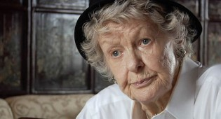 "ICKY: Elaine Stritch ""Tweets from the Afterlife"""